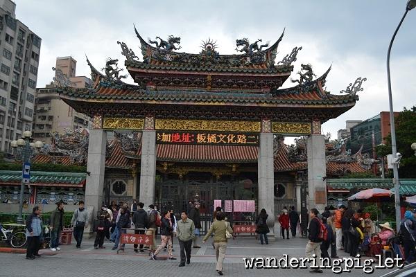 Taiwan Taipei Mengjia Longshan Temple Wanderingpiglet